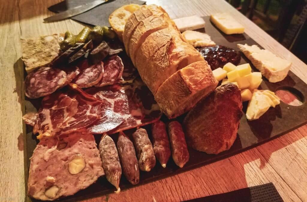 France LIsle-sur-la-Sorgue 17 Place aux Vins meat and cheese sampler plate