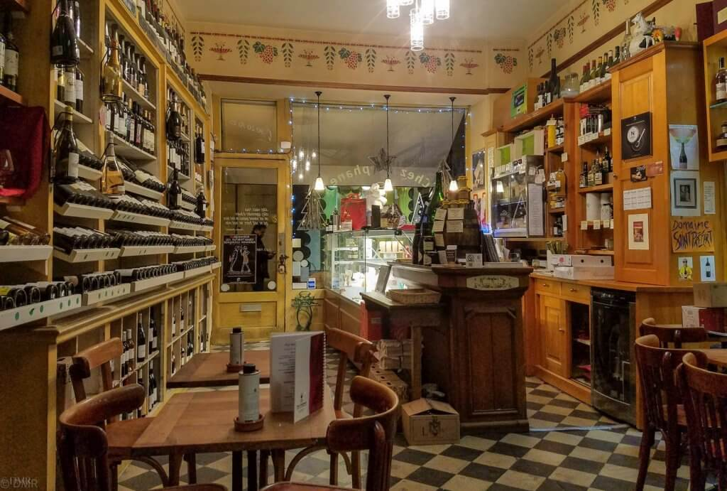France, LIsle-sur-la-Sorgue Chez Stéphane cheese cafe interior