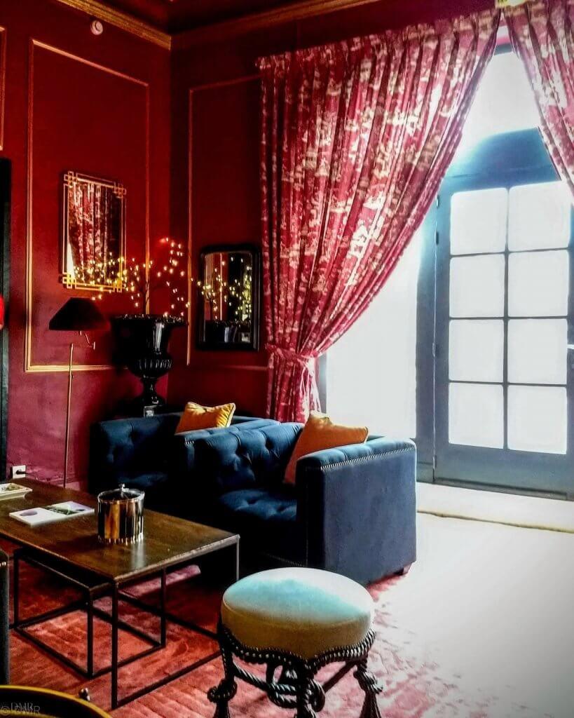 France L'Isle-sur-la-Sorgue Hotel Henri elegant red sitting room