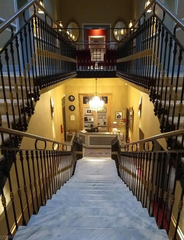 France LIsle-sur-la-Sorgue Hotel Henri staircase