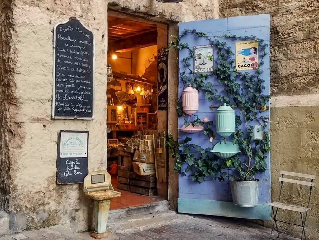 France Marseille Bazaar Caesar Soap lavender door